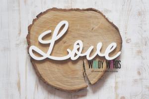 деревянное слово Love